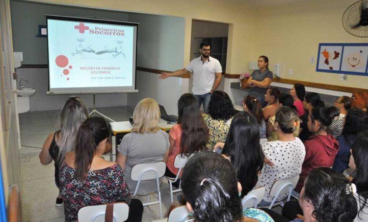 Servidores da Educação recebem instruções sobre primeiros socorros
