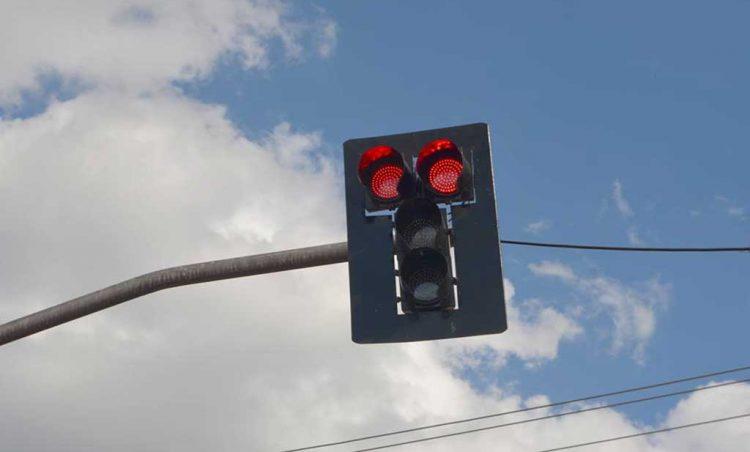 Setor de trânsito realizou a troca das lâmpadas de todos os semáforos