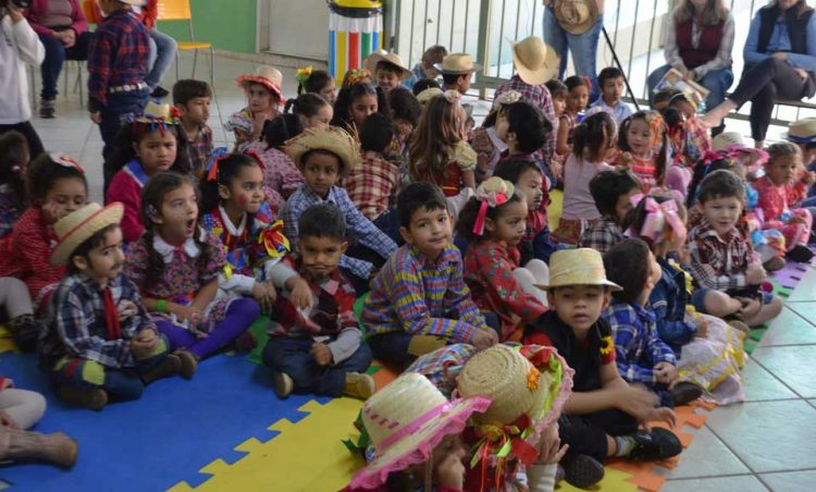 Rede Municipal de Ensino realiza comemoração junina