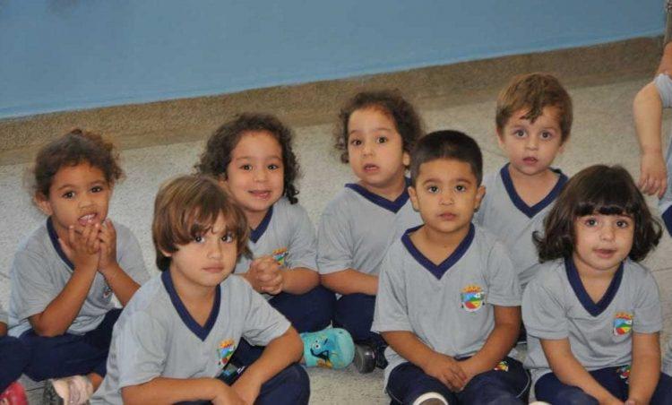Uniformes escolares são distribuídos nas escolas municipais