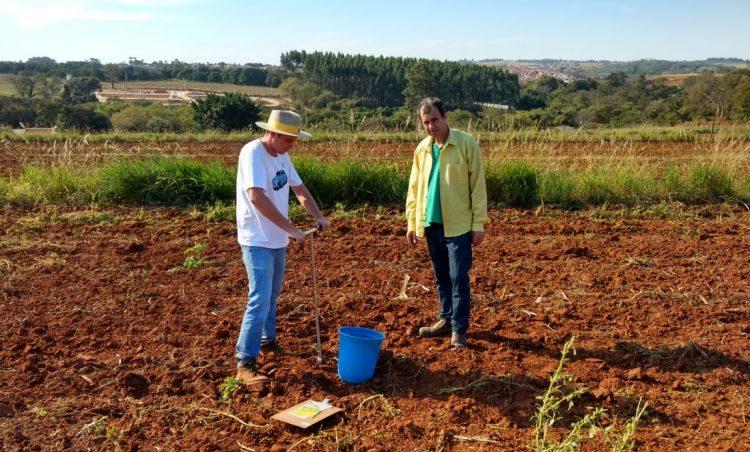 Departamento de Agricultura e Meio Ambiente orienta produtores sobre análise de solo