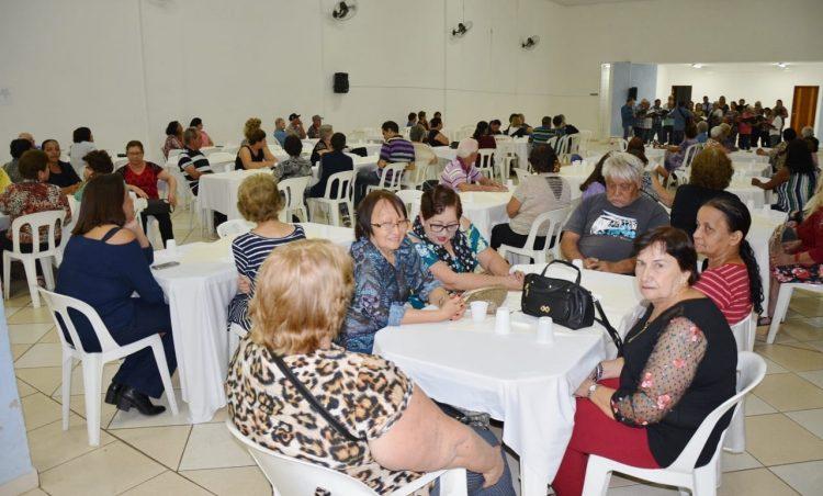 """Grupo """"Viver Vale a Pena"""" participa de jantar em comemoração ao Dia dos Pais é realizado"""