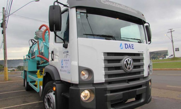 Diretoria de Água e Esgoto recebe novo caminhão