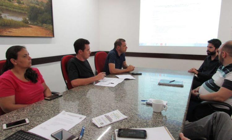 Diretivas do Programa Município VerdeAzul são apresentadas em reunião do COMDEMA