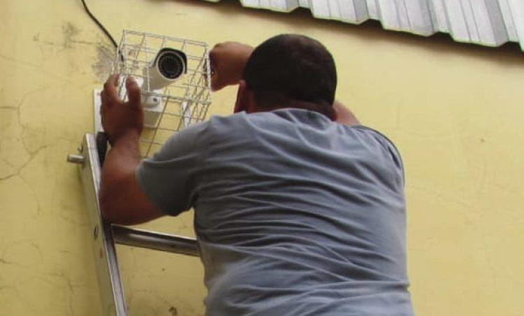 Secretaria de Educação inicia instalação de câmeras de monitoramento nas escolas