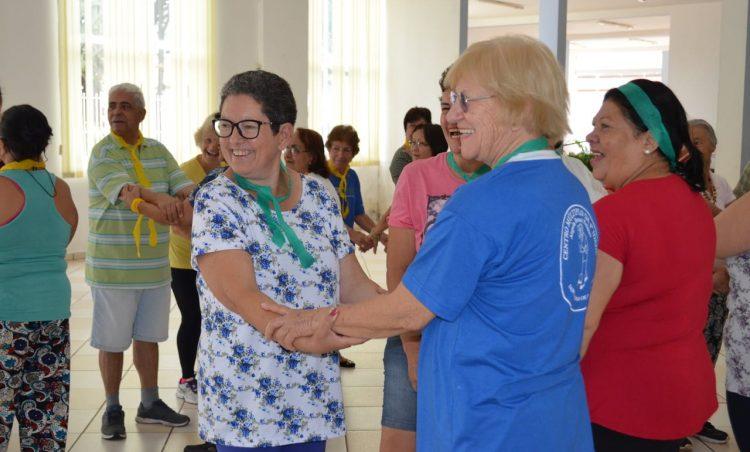 """Participantes do Grupo """"Viver Vale a Pena"""" participam de atividades em manhã divertida"""