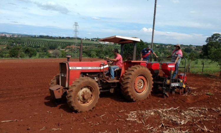 Maquinário da Patrulha Rural continua auxiliando produtores rurais