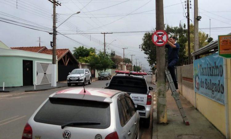 Novas placas de sinalização são instaladas no município