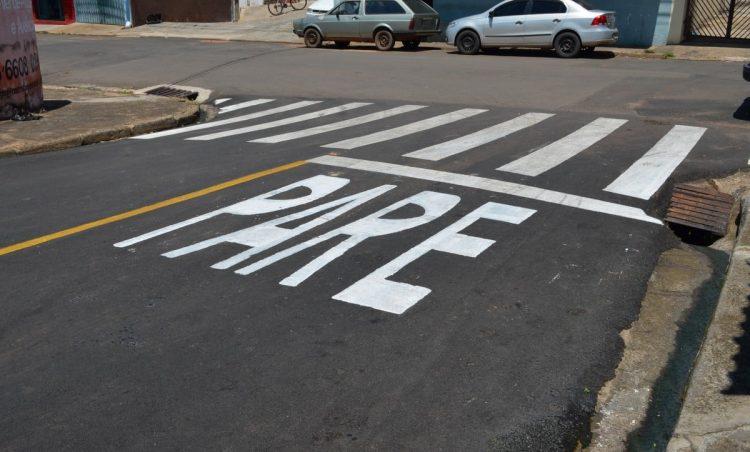Prefeitura realiza pintura de sinalização viária