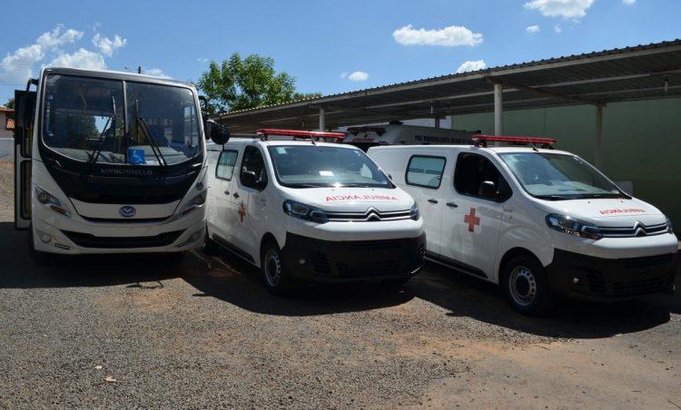 Prefeitura recebeu três novos carros para reforçar a frota da saúde