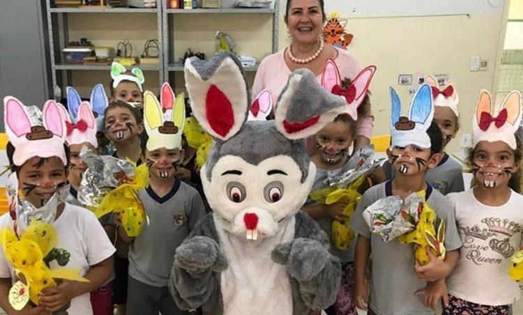 Em comemoração à Páscoa, alunos da rede municipal recebem ovos de chocolate