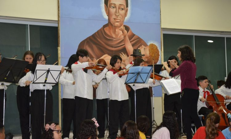 Santo Antônio de Posse comemora 64 anos com muita música na Praça da Matriz