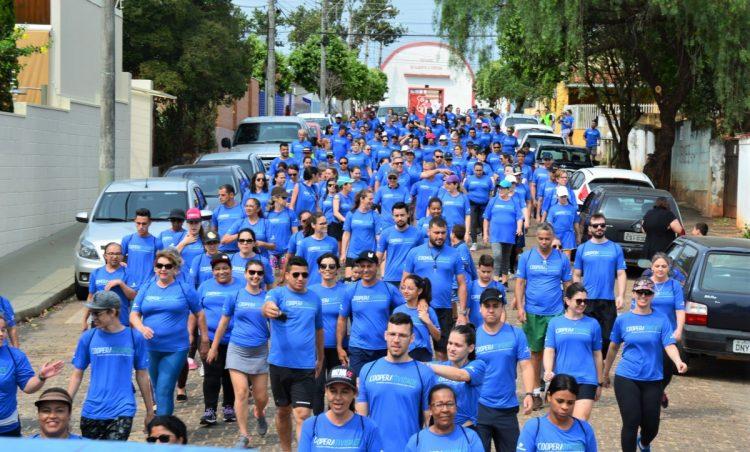 Caminhada Cooperatividade 4k é sucesso no município