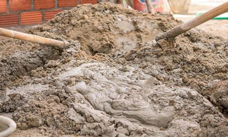 Produzir massa de concreto no asfalto é proibido e resultará em multa