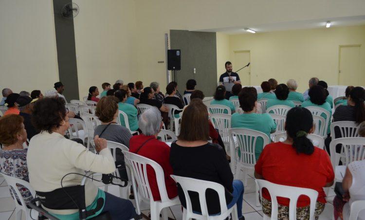 """Em mês comemorativo, participantes do """"Viver Vale a Pena"""" tem manhã de celebração"""