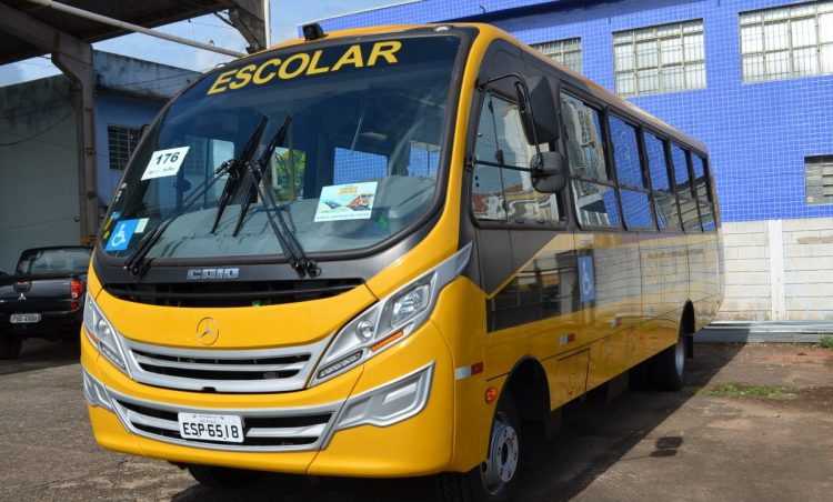 Educação recebe novo ônibus para transporte escolar