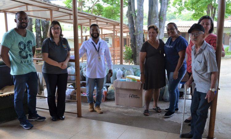Organizadores da Caminhada Cooperatividade 4k realizam entrega de produtos arrecadados