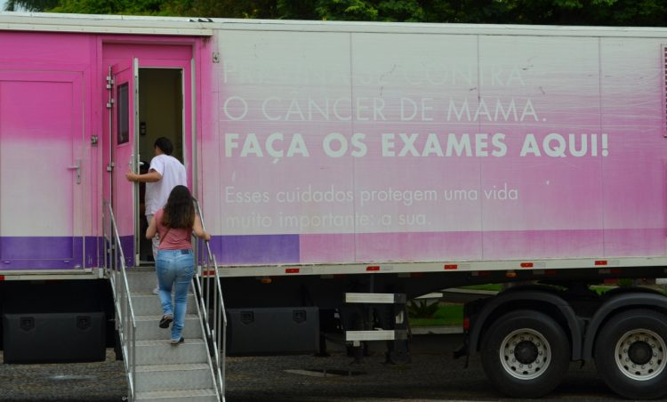 Carreta do Hospital de Amor realiza exames gratuitos no município