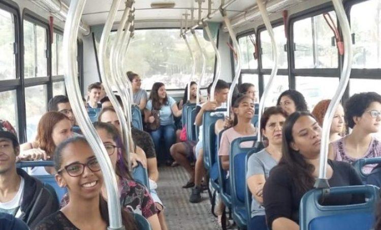 Prefeitura realiza transporte de alunos para prestar o Enem