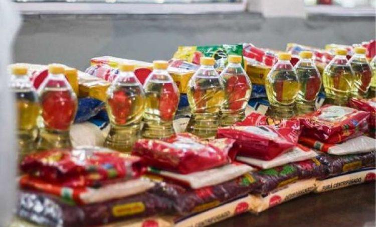 Prefeitura distribui cestas básicas para beneficiários do Bolsa Família com filhos matriculados na rede municipal de ensino