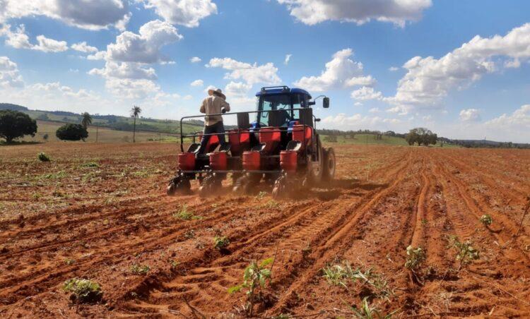 Programa Patrulha Agrícola através do Departamento de Agricultura e Meio Ambiente