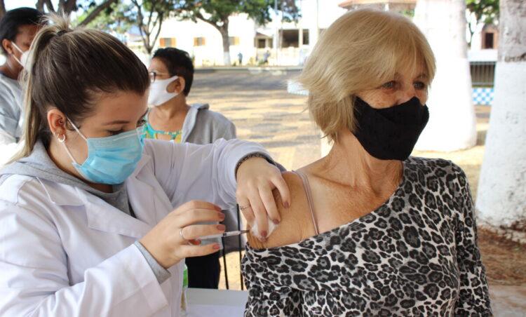 Saúde começa a imunizar população de 50 a 59 anos contra Covid-19