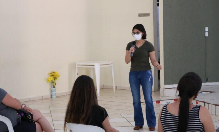 Gestantes participam de palestra sobre aleitamento materno